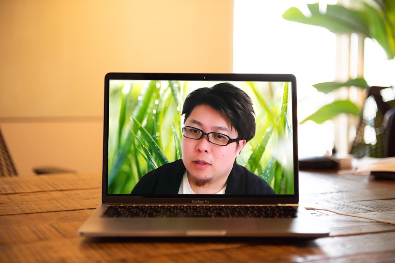 PCに大きく映し出されたさくらインターネット尾崎さん