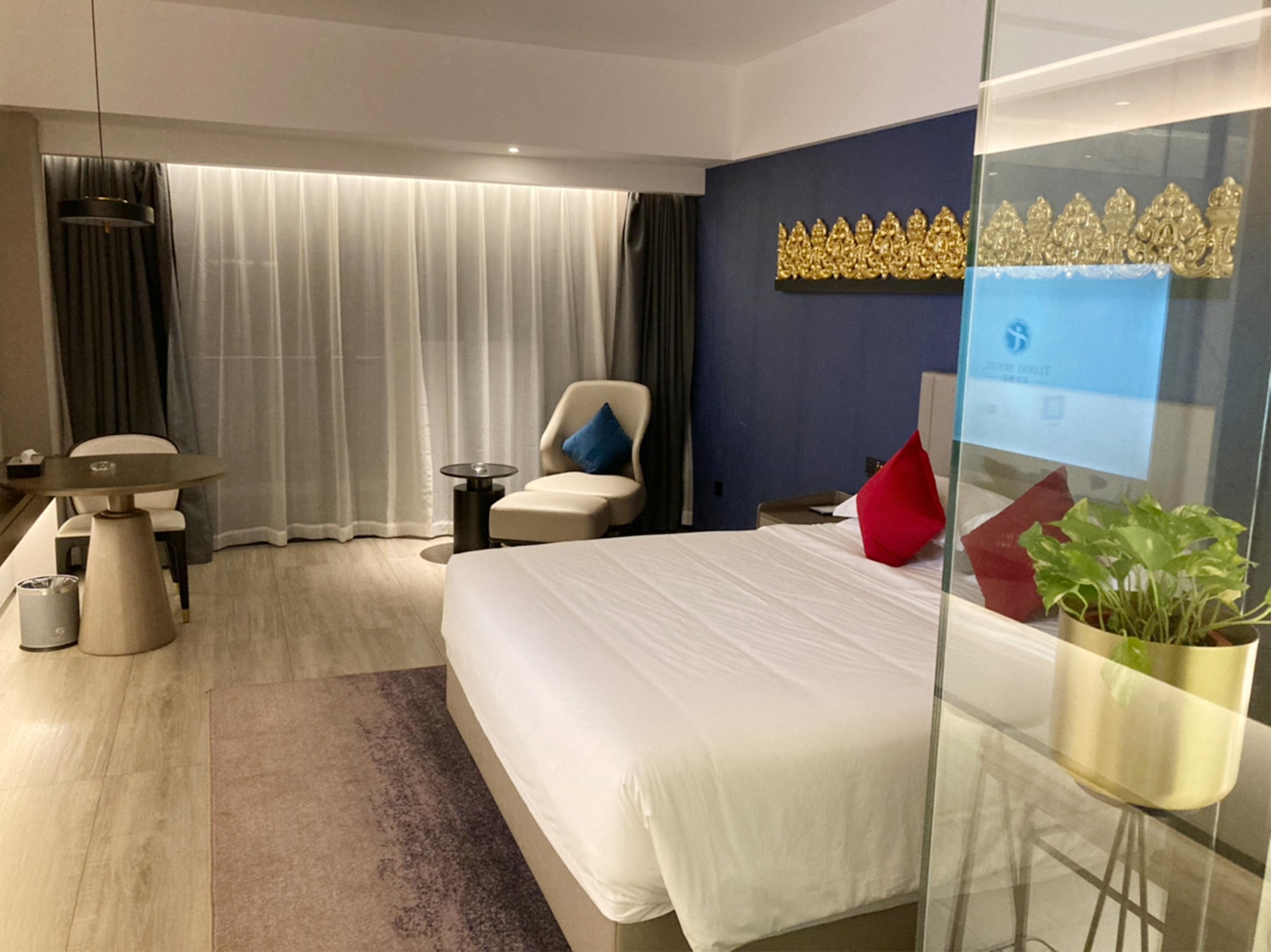 宿泊先のホテル。事前に予約すれば良いところにも泊まれます。