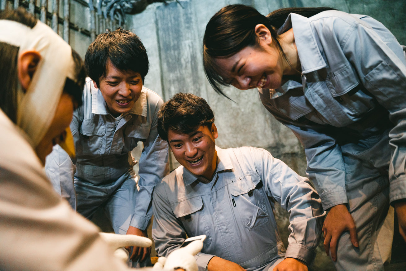 笑顔の労働者たち