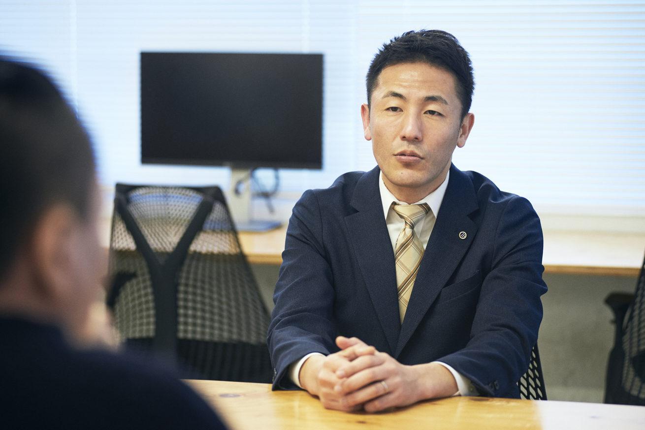 鈴木社長の真剣な表情