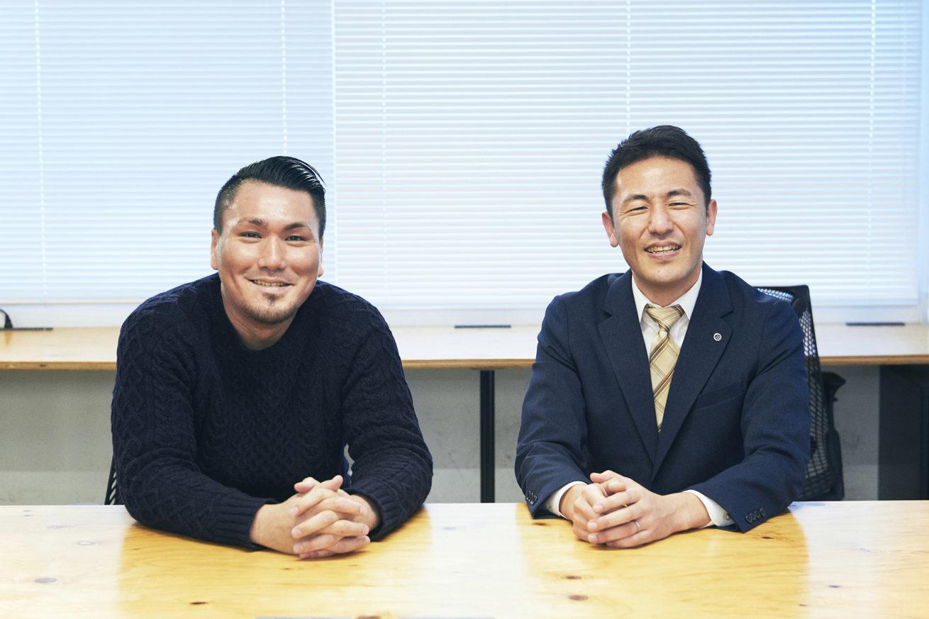鈴木社長とLIGジョニーが2人並んで撮影した写真