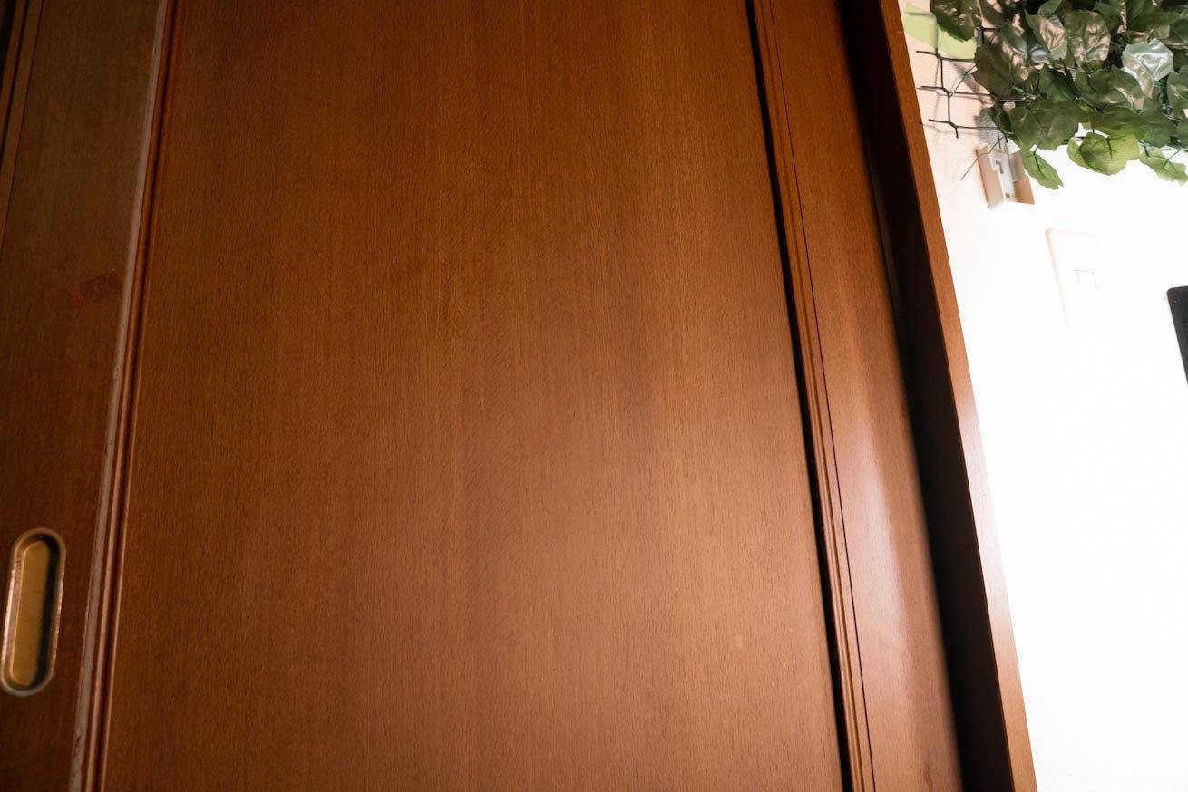 閉まっているスライドドア