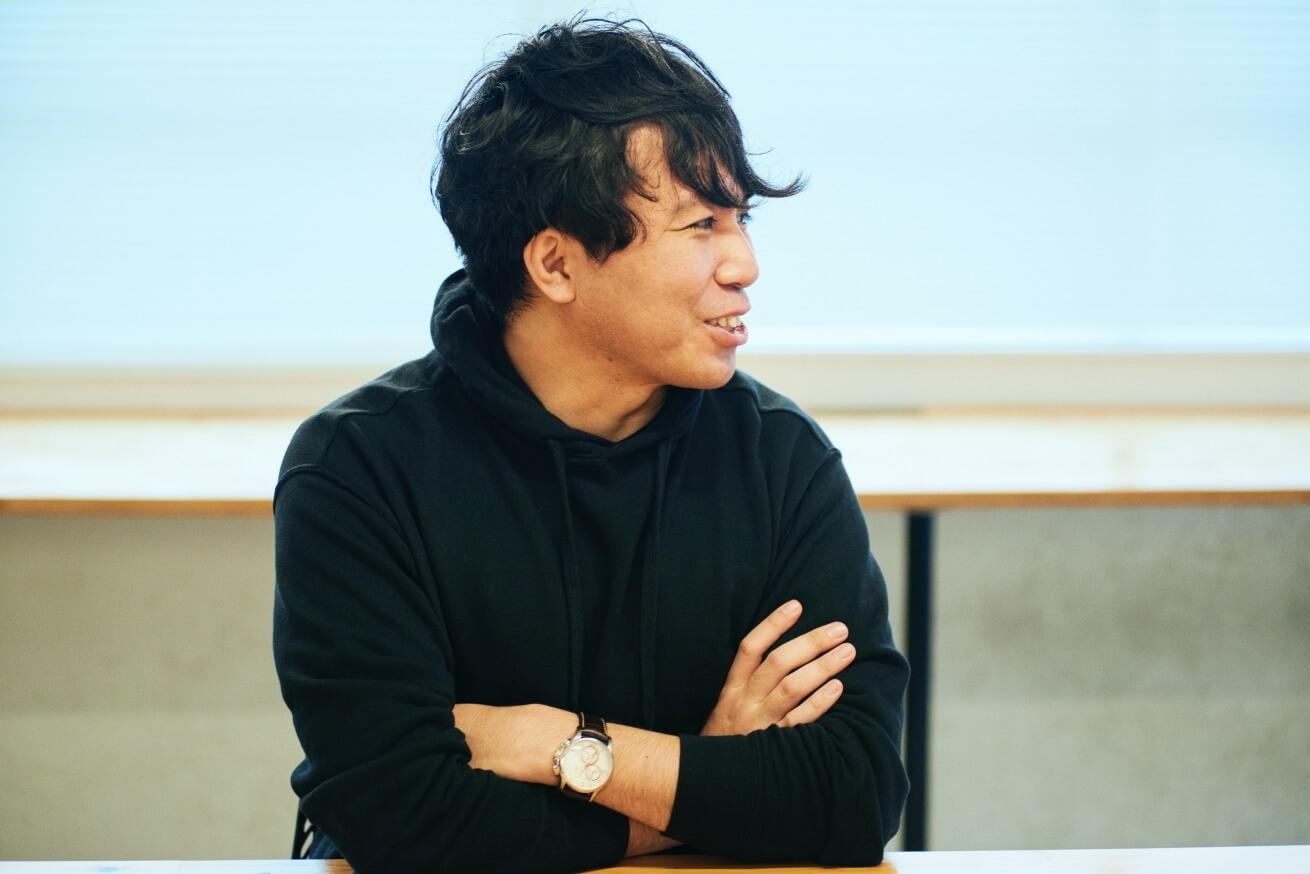 インタビューに答える菅波さん