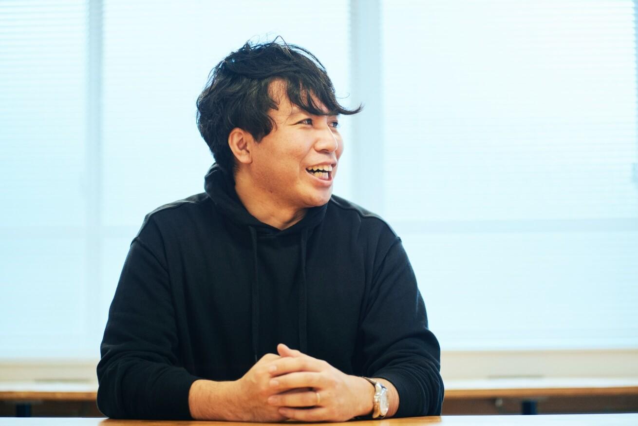 インタビューに応える劇団ノーミーツの菅波さん