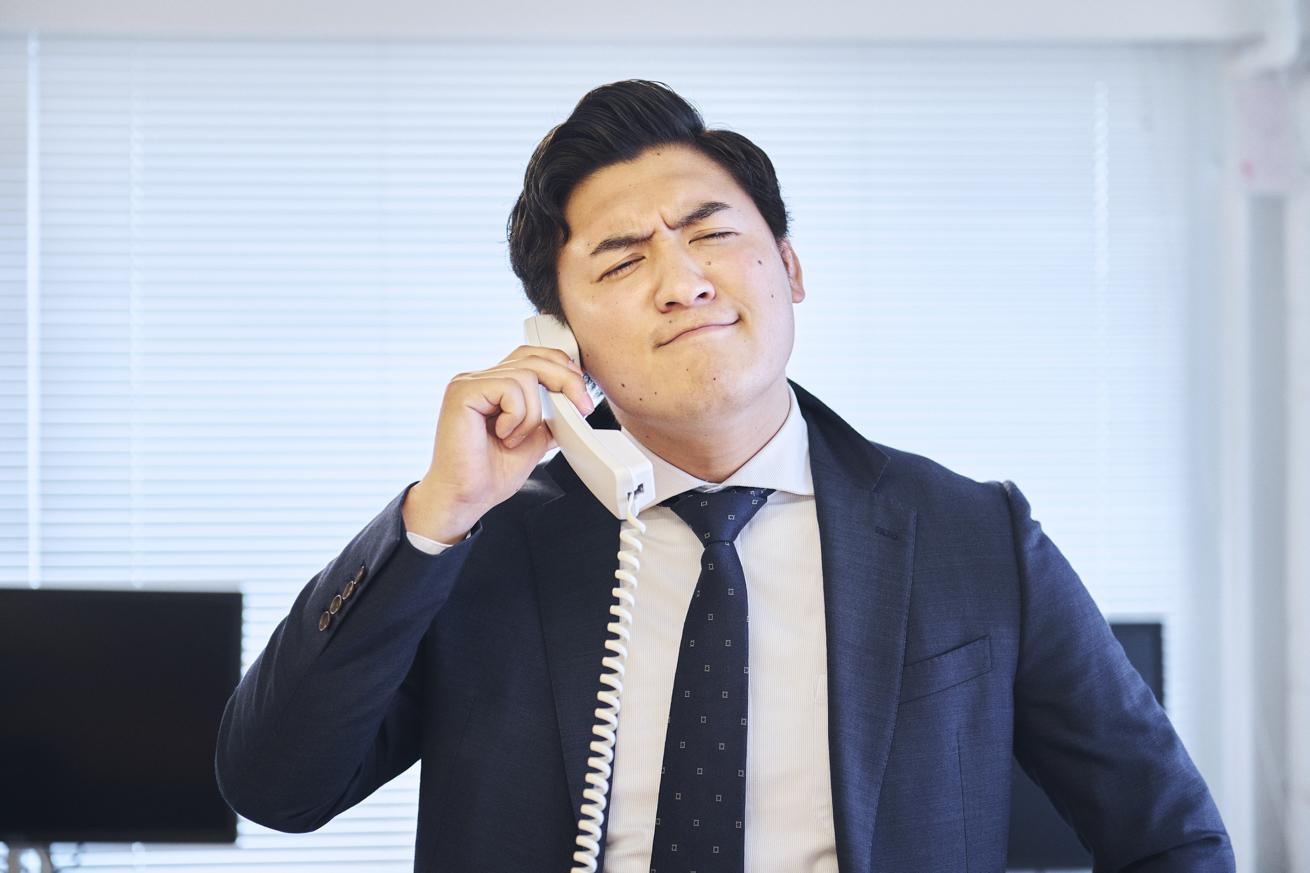 電話をするイチロー