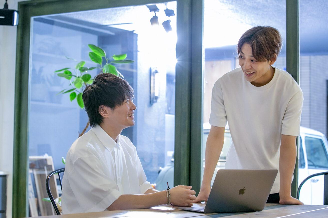 GMOメイクショップの武田聖也さんとWebマーケターの中條裕章さん