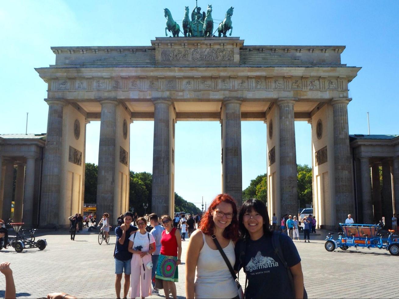 田原さんとドイツで出会った友人が一緒に写った写真